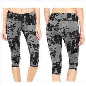 ALO Yoga Airbrushed Capris